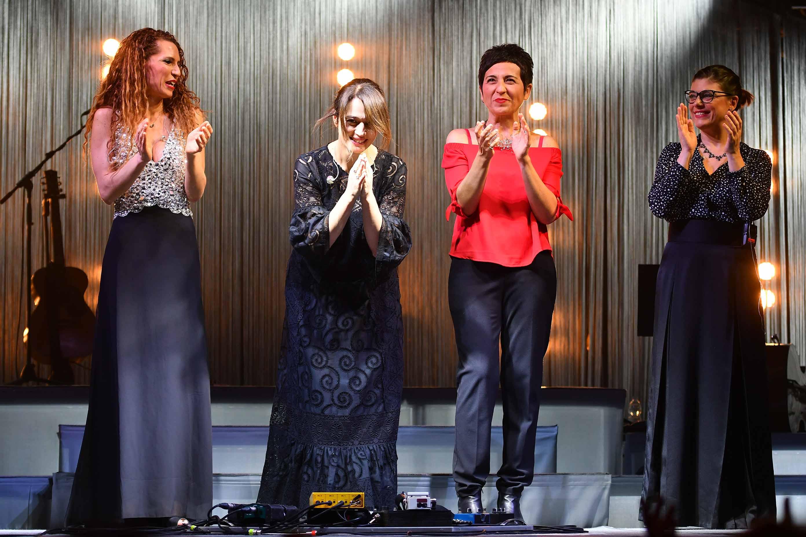 #LE FOTO DEL CONCERTO# – MESSINA: L'ECO DELLA 'CANTANTESSA' INCANTA IL PALACULTURA